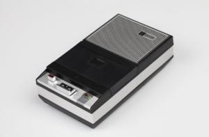 Philips EL3302 de eerste Compact Cassette recorder uit 1963.