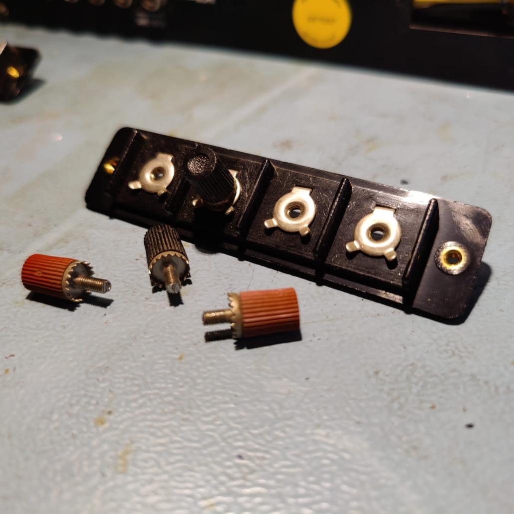 Luxman L30 L31 speakerterminals Vintage Audio Repair 1