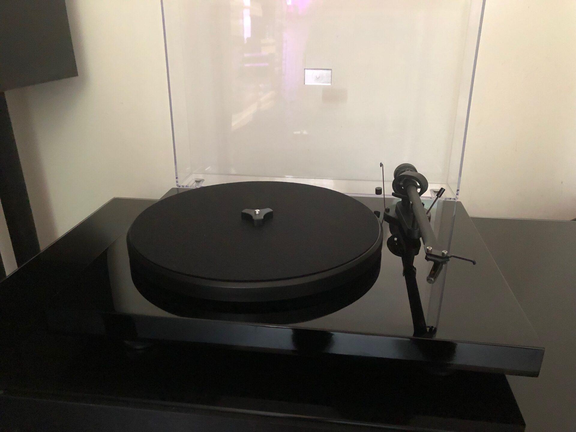 Project Debut III DC om5e Vintage Audio Repair 1